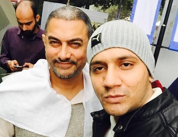 Hafiz Khan (right) with Bollywood star Aamir Khan (left)