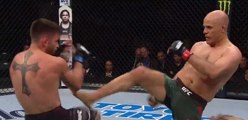 Bahadurzada threw a devastating kick, stunning Chagas badly.