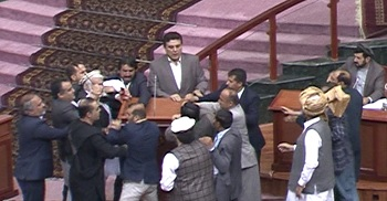 Members of parliament trying to physically assault Latif Pedram