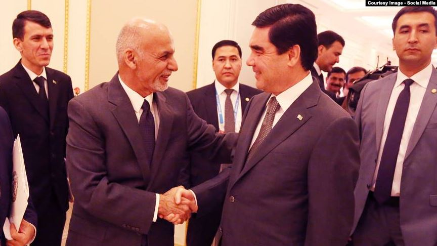 Afghan President Ashraf Ghani (left) shakes hands with Turkmen President Gurbanguly Berdymukhammedov at a previous meeting in June 2016.